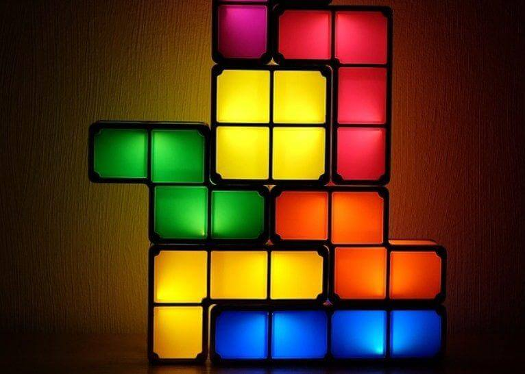 Lamp-Blue-Green-Tetris-Yellow-Colorful-Red-Deco-2973518-e1539686369847